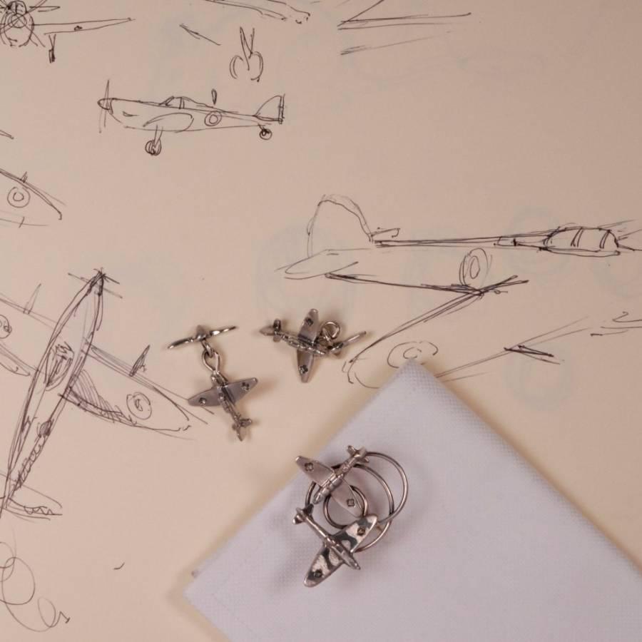 Disegni e gioielli su aeroplani