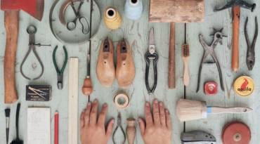 Mani, libro ed esperienze